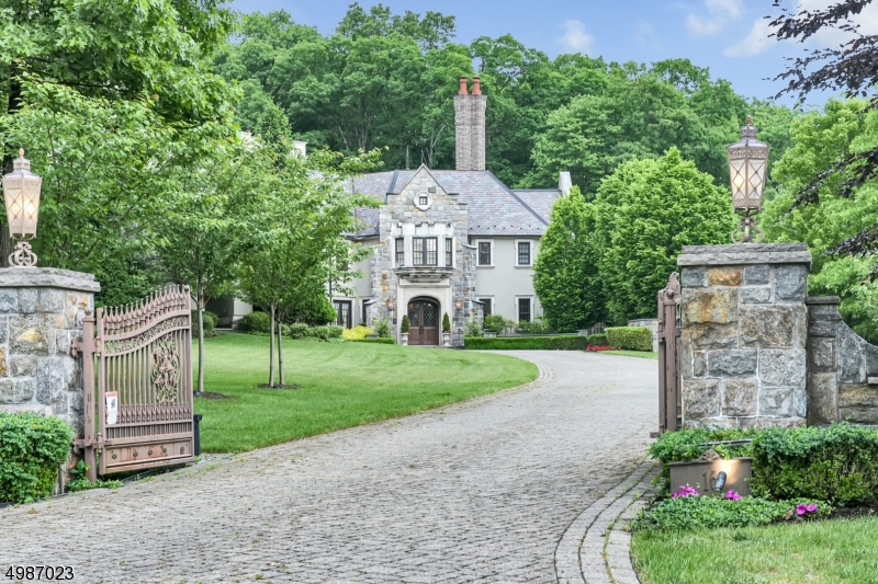 Photo of home for sale at 16 POND VIEW, Montville Twp. NJ