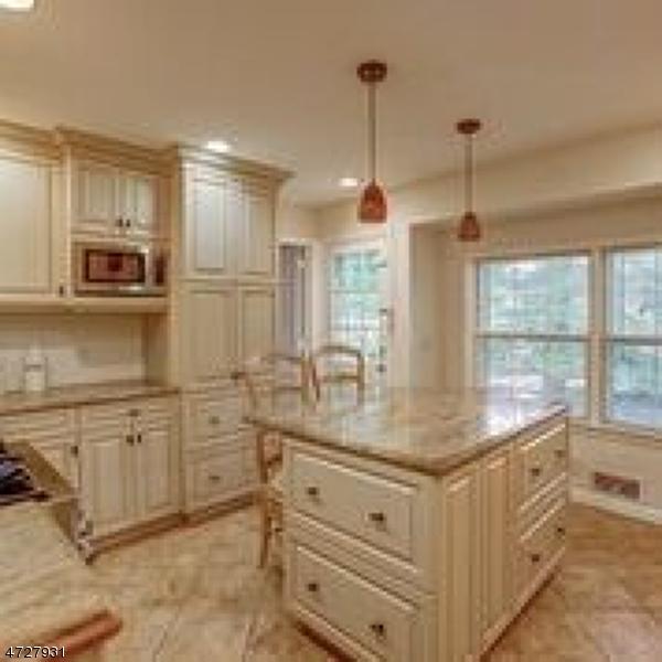 5 Woodcroft Pl Millburn Twp., NJ 07078 - MLS #: 3434699