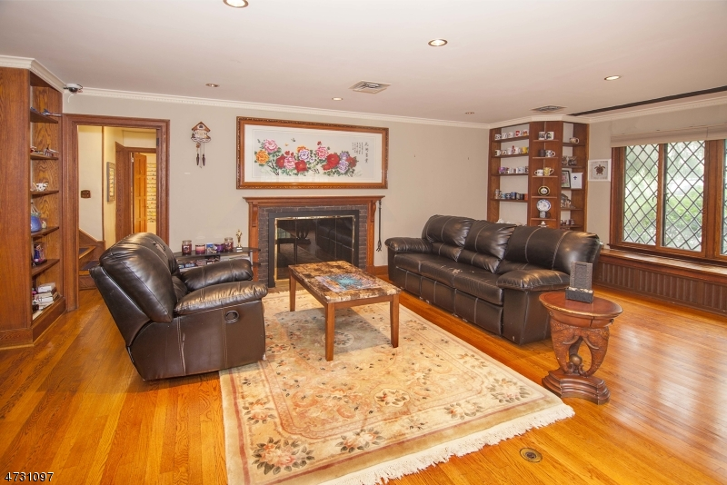 25 HOBART GAP RD, MILLBURN/SHORT, NJ 07078  Photo
