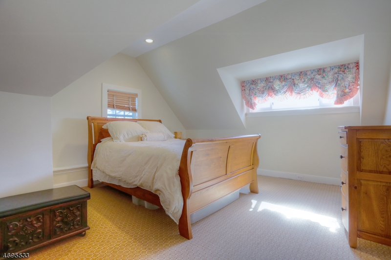20 FOREST DRIVE, MILLBURN/SHORT, NJ 07078  Photo