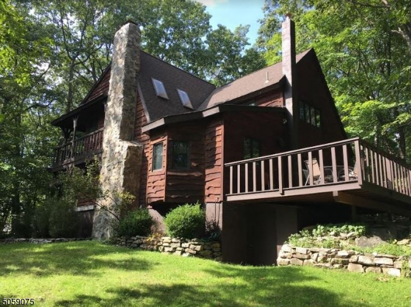 Property back up to Wawayanda State Park, Very Private