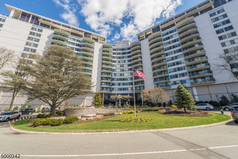 Property for sale at 1 Claridge Dr 313 Unit: 313, Verona Twp.,  New Jersey 07044
