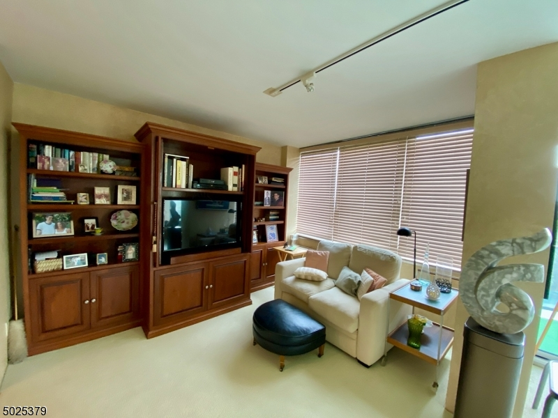 Property for sale at 1 Claridge Dr 726 Unit: 726, Verona Twp.,  New Jersey 07044