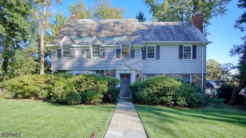 Property for sale at 19 Highwood Rd, West Orange Twp.,  New Jersey 07052