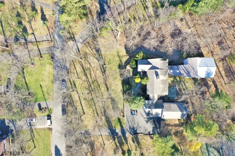 Property for sale at 8 Soder Rd, North Caldwell Boro,  New Jersey 07006