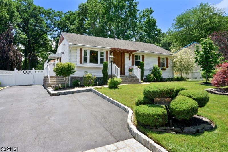 Property for sale at 5 Eaton Ct, Summit City,  New Jersey 07901