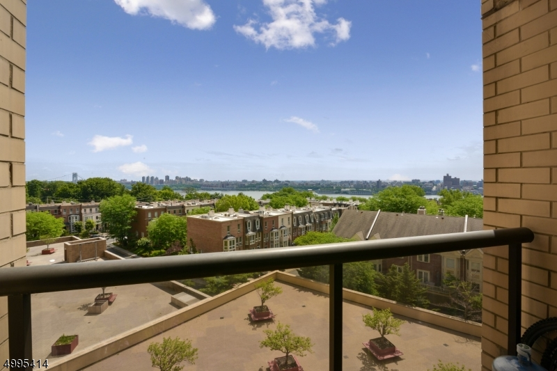 Property for sale at 800 Palisade Ave 609 Unit: 609, Fort Lee Boro,  New Jersey 07024