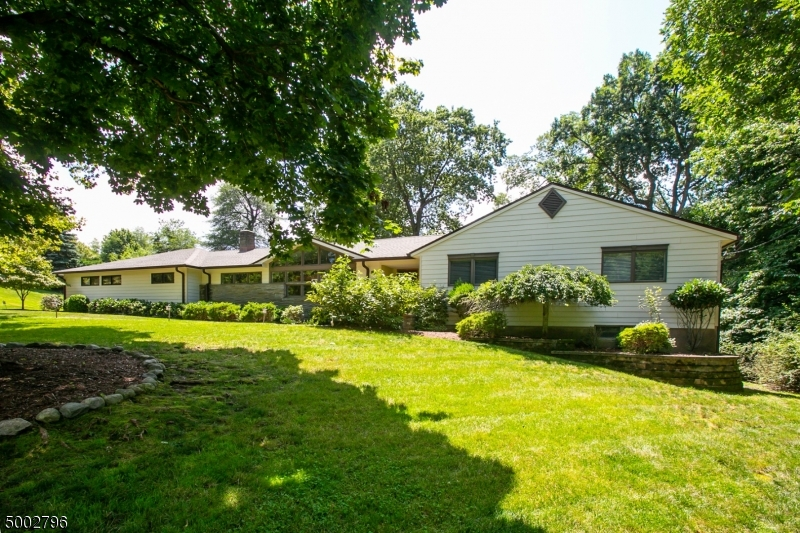 Property for sale at 24 Oak Pl, North Caldwell Boro,  New Jersey 07006