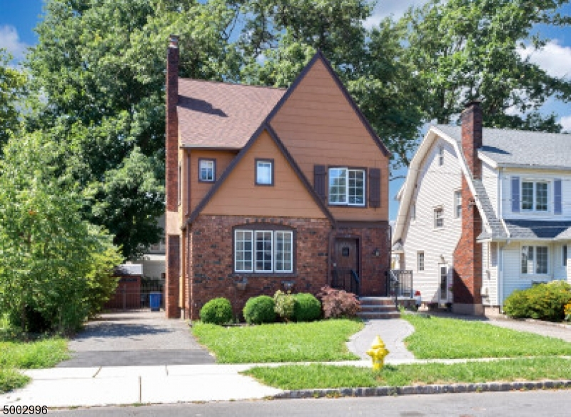 Property for sale at 29 Oakridge Rd, Bloomfield Twp.,  New Jersey 07003