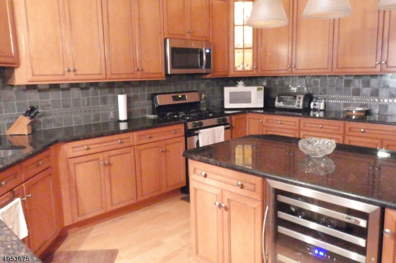 Property for sale at 7210 Ravenscroft Rd Unit: 7210, Clifton City,  New Jersey 07013