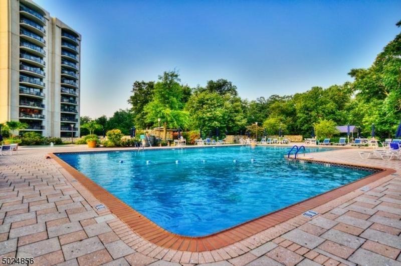Property for sale at 2 Claridge Dr 6Dw Unit: 6DW, Verona Twp.,  New Jersey 07044