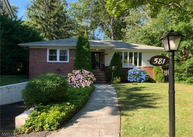 Property for sale at 581 Hamilton Rd, South Orange Village Twp.,  New Jersey 07079