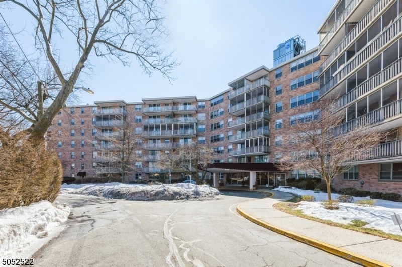 Property for sale at 530 Valley Rd Unit: 6R, Montclair Twp.,  New Jersey 07043