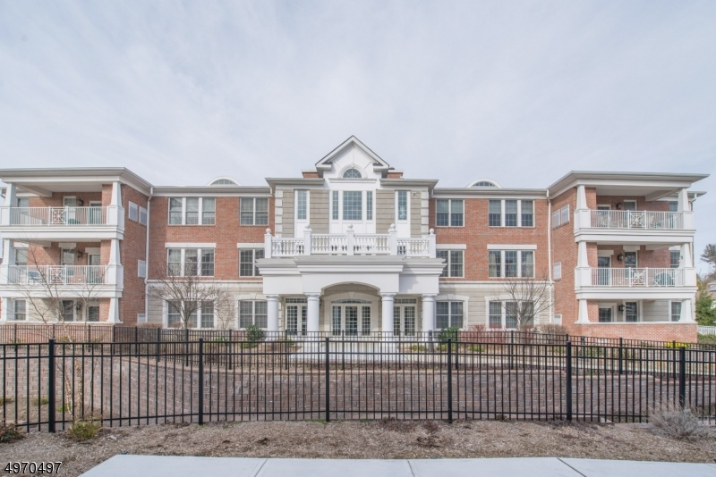 Property for sale at 131 Four Seasons Dr Unit: 131, North Caldwell Boro,  New Jersey 07006