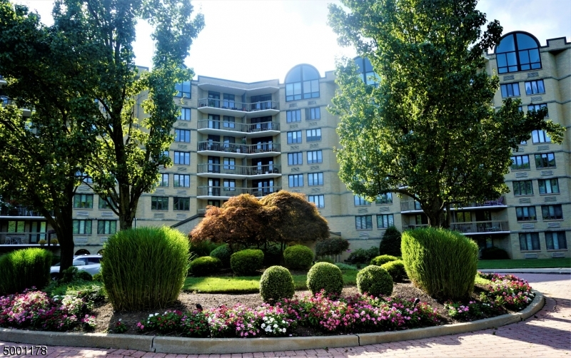 Property for sale at 10 Smith Manor Blvd 310 Unit: 310, West Orange Twp.,  New Jersey 07052
