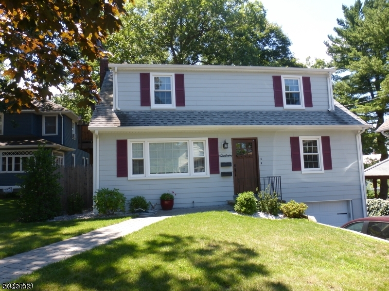 Property for sale at 16 Oak Grove Rd, Caldwell Boro Twp.,  New Jersey 07006