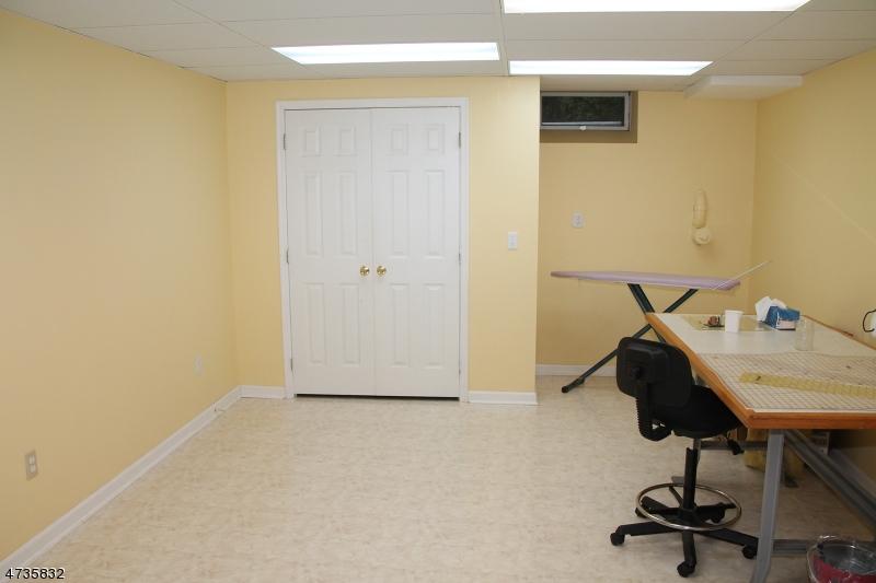 20 CHAUCER DR, CLINTON TWP., NJ 08801  Photo